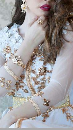 Kaftan Style, Caftan Dress, Pakistani Girl, Pakistani Bridal Dresses, Very Beautiful Woman, Beautiful Girl Image, Stylish Girls Photos, Stylish Girl Pic, Dps For Girls