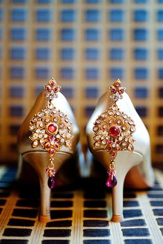 These shoes are just WOW! Indian fusion wedding Lovely Indian bride wedding photography desi www.amouraffairs.in