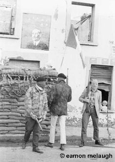 Official IRA 'Checkpoint' - 1972 An Official Irish Republican Army (OIRA) 'checkpoint' in the Bogside area of Derry. Time In Ireland, Dublin Ireland, Irish Republican Army, Michael Collins, Irish Culture, Civil Wars, Mystery Of History, Irish Eyes, Family Genealogy
