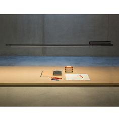 SLIM TOO lange dünne LED Hängeleuchte für den Schreibtisch. Erhältlich in zwei Längen sowie in den Farben Schwarz, Weiß und Gold.