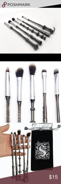 Harry Potter makeup brush(come with bag) High Quality: Premium synthetic hair-softer, fine workmanship no shedding hair and won't stimulating your skin. Novelty Design: Every brush with it's own special wand, Cool set for makeup ladies who also a big fans of magic. Blending Brush: Grab your essential eye blending brushes to create the perfect smoky eye look or any eye makeup application. Professional Makeup Tools: Ideal for shading and blending of creamy and powdery products, fit for every…