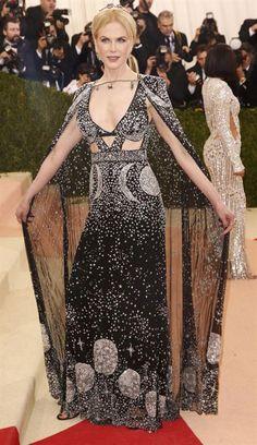 Met Gala 2016: los peores y los mejores looks Nicole Kidman, con capa y vestido largo. Foto: Reuters