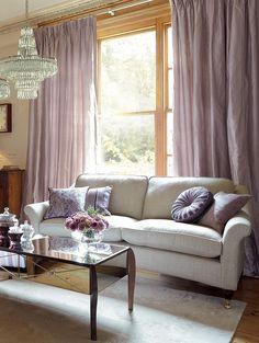sidengardiner. soffa framför fönster?
