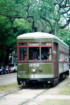 Charles St Street Car in New Orleans - the green colored cars are originals. Louisiana Homes, New Orleans Louisiana, St Street, Trolley Cart, Bonde, Railway Museum, Light Rail, Crescent City, Train Tracks