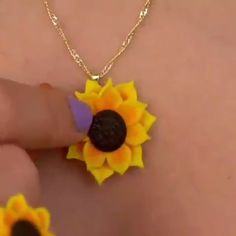 Sunflower Necklace & Ring🌻💛 – Keep up with the times. Polymer Clay Kunst, Cute Polymer Clay, Polymer Clay Flowers, Polymer Clay Charms, Polymer Clay Jewelry, Clay Beads, Clay Crafts For Kids, Resin Crafts, Diy Crafts For Gifts