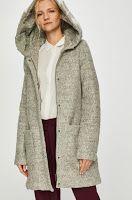 Palton dama • Review Fur Coat, Jackets, Fashion, Down Jackets, Moda, Fashion Styles, Fashion Illustrations, Fur Coats, Fur Collar Coat