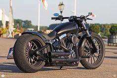 Softail Breakout auf Thunderbike Spoke Custom Wheels
