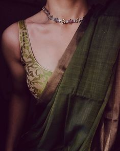 Necklace Varni – Tamara The Effective Pictures We Offer You About saree Blouse A quality picture can tell you many things. You can find the most beautiful pictures that can be presented to you about B Simple Sarees, Trendy Sarees, Stylish Sarees, Saree Blouse Patterns, Sari Blouse Designs, Kurti Patterns, Saree Jewellery, Plain Saree, Sari Dress