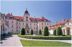 List of castles in the South Moravian Region Royal Residence, Inside Outside, Beautiful Castles, Czech Republic, Vacation Trips, Travel Usa, Mansions, House Styles, Manor Houses