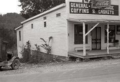 """""""Coke, Coffins & Caskets"""" The L. Kitts general store in Maynardville, Tennessee, 'bout a coffin or a casket to go with that Coke?that is a REAL general store. Old General Stores, Old Country Stores, Vintage Pictures, Old Pictures, Old Photos, Coca Cola, Old Buildings, Casket, Gangsters"""