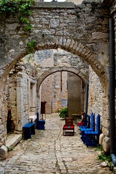 Arches in Valle / Croatia (by Kristiina Aksberg).