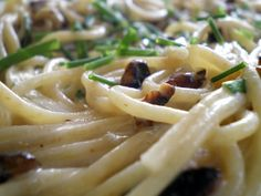 gorgonzola pasta - swap white wine and broth with red wine