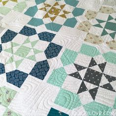 Dozen roses quilt by Emily of Quilty Love.  Dozen Roses quilt pattern.   Fat quarter quilt using Cotton and steel fabrics.   Queen size quilt.