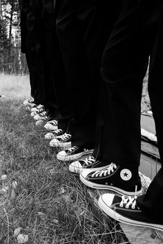 groomsmen with chuck taylors