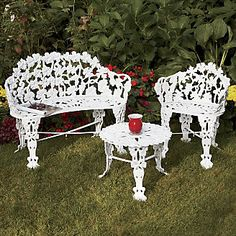 cast iron table and chairs gardens ~ gardens chairs _ chairs in gardens ideas _ old chairs repurposed gardens _ mosaic chairs gardens _ chairs in gardens _ outdoor gardens chairs _ cast iron table and chairs gardens _ french bistro chairs outdoor gardens Wrought Iron Outdoor Furniture, Cast Iron Garden Furniture, Wrought Iron Patio Chairs, Iron Furniture, Diy Outdoor Furniture, Bedroom Furniture Makeover, Patio Furniture Sets, Kitchen Furniture, Furniture Ideas