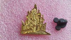 pin broche disney WDW - Cast cordon série - château du roi Triton