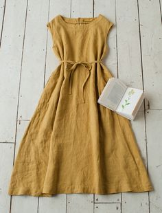 Beautiful silhouette on this linen dress. Wish I could see it on someone.