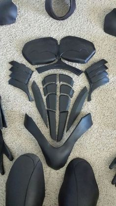 Batman Costume : 15 Steps (with Pictures) - Instructables Batman Cosplay Costume, Nightwing Cosplay, Batman Costumes, Cosplay Armor, Cosplay Diy, Best Cosplay, Cosplay Costumes, Diy Costumes, Batman Armor