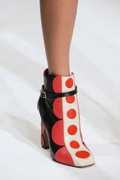 Fashion runway| Valentino Autumn/Winter 2014/15 Rtw (Parte prima) | http://www.theglampepper.com/2014/03/05/fashion-runway-valentino-autumnwinter-201415-2/