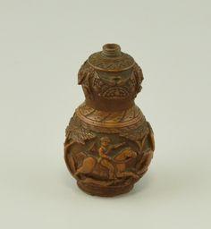 Poire à poudre arme à feu en buis 19ème siècle © L'Adresse Musée de La Poste / La Poste, DR