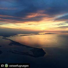 Ein toller #Sonnenuntergang über #Hiddensee. #Repost von @ostseeflugruegen. Vielen Dank für das wunderschöne Bild.  Ein wunderschöner Sonnenuntergang über Hiddensee und über dem Darß|Flughöhe 3000 m #sonnenuntergang #hiddensee #darß #flugplatzrügen #ostseeflugruegen #ostseeflugrügen #rundflug #luftbild #luftbilder #ostsee #rügen #ostseevonoben #rügenvonoben #sm_aviation #mecklenburg_vorpommern