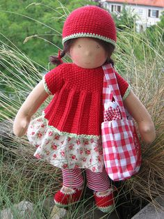 Paulinchen with her big picknick bag by Puppenliesl, via Flickr
