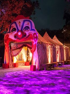 What a freak show might look like on the OUTSIDE! Posted by Kristin Banta Events - 3586 Berry Drive, Studio City, CA, 91604 Scary Carnival, Haunted Carnival, Creepy Circus, Carnival Decorations, Diy Halloween Decorations, Halloween Themes, Carnival Diy, Halloween Clown, Halloween Karneval