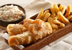 Preparation time: 15 min Cooking time: 25 min Serves BATTER 250 ml c) self-raising. Fried Fish Recipes, Seafood Recipes, My Recipes, Cooking Recipes, Food N, Food And Drink, Fish And Chips, Coleslaw, Cooking Time