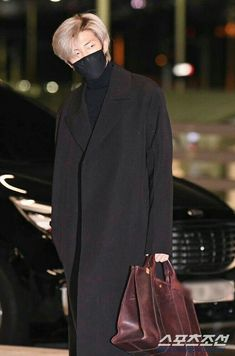 On January BTS arrived at the Incheon International Airport and members Jin, RM, and V came dressed in outfits that fit their personalities. Bts Airport, Airport Style, Airport Fashion, Mnet Asian Music Awards, Foto Bts, Mixtape, Rapper, Bts Twt, Kim Namjoon