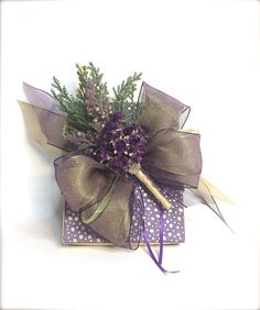 Purple Gold Forget Me Not Gift Box Wrap Boxes Christmas Gift Jewelry Gift Box, Mothers Ideas, Wedding Party Gifts, Gift Boxes by WrapsodyandInk on Etsy Elegant Gift Wrapping, Creative Gift Wrapping, Creative Gifts, Wrapping Gifts, Wedding Gift Boxes, Wedding Gifts, Shower Hostess Gifts, Armband Diy, Gift Wraping