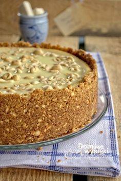 sernik_bialy_michal_z_michalkami Raw Food Recipes, Sweet Recipes, Cake Recipes, Dessert Recipes, Cooking Recipes, Polish Desserts, Polish Recipes, Carrot Cake Cheesecake, Dessert Decoration