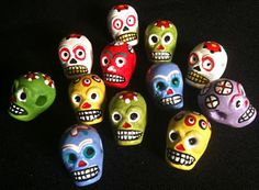 Google Image Result for http://www.mexicansugarskull.com/pics/20classroom/beads-confettiskull.jpg