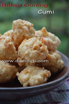 Diah Didi's Kitchen: Bakso Goreng Cumi Finger Food Appetizers, Finger Foods, Appetizer Recipes, Snack Recipes, Cooking Recipes, Diah Didi Kitchen, Indonesian Cuisine, Indonesian Recipes, Seafood Diet