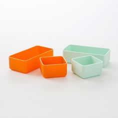 These silicon containers are just what you need to keep your bathroom drawers organized.