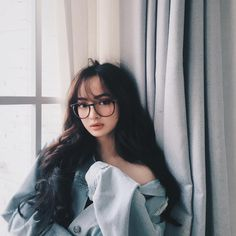 Attendance for the faces is making the MXH trend - Photo 1 . Asian Glasses, Bangs And Glasses, Girls With Glasses, Curly Asian Hair, Pretty Asian Girl, Fashion Eye Glasses, Western Girl, Ulzzang Korean Girl, Uzzlang Girl