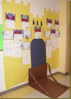 Fairy tales bulletin board display castle is super cute Library Displays, Classroom Displays, Castles Topic, Bulletin Board Display, Bulletin Boards, Dragons, Fairy Tales Unit, Kindergarten, Fairy Tale Theme