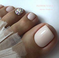 Pretty Toe Nails, Cute Toe Nails, Fancy Nails, Trendy Nails, Simple Toe Nails, Pedicure Designs, Pedicure Nail Art, Toe Nail Designs, Pedicure Ideas