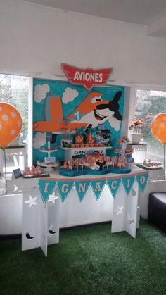 Aviones Disney Planes Cake, Planes Birthday, Birthday Ideas, Birthday Parties, Disney Planes, Airplane Party, Birthday Backdrop, Holiday Parties, Airplanes
