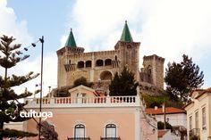 Castelo de Porto de Mós, no centro de Portugal. Roteiros de Viagem