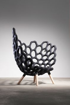 Joscha Brose et Jörg Höltje designers allemands, composant le studio Hausen basé du côté de Berlin nous propose le fruit de leurs recherches : Textile Moulded Chair. A la manière Oskar Zieta, qui gonfle le métal pour réaliser ses pièces de mobilier, le studio Hausen travaille sur l'idée de moule …