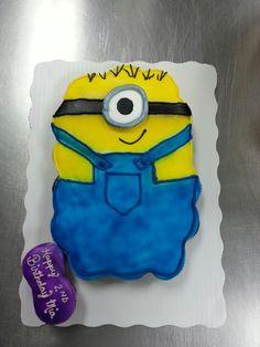 Minion cupcake cake