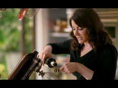 ▶ Nigella's simple coffee ice cream - Nigellissima - BBC Food - YouTube