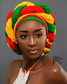 How to Tie your hair using Ankara Fashion Print scarf African Hair Wrap, African Hats, African Head Wraps, African Attire, African Dress, Beautiful African Women, African Beauty, African Fashion, Ankara Fashion