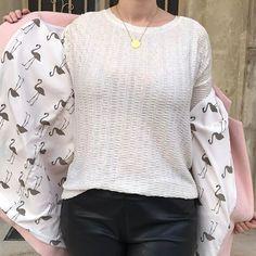 Lining! And my beloved #hemlocktee #grainlinestudio #nicolepattern #raymondpattern #nicolexraymond #patternhack #sewingaddict #sewersofinstagram #handmadewardrobe #pinkcoat #flamingo #manteaurose #handmadewardrobe #handmadeclothes #jeportecequejecouds #handmadeootd…