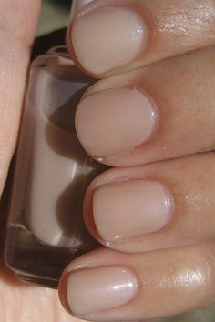 essie: Au Natural   Also love essie: Brooch the Subject & Topless and Barefoot