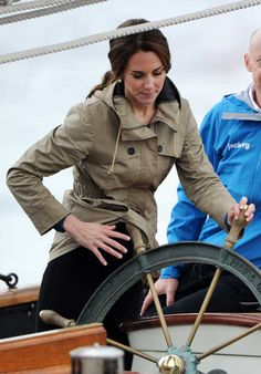 Kate Middleton became Captain Kate as she took the wheel to steer the ship called The Pacific Grace in Victoria, Canada. But the Duchess accidentally caught one of the handles of the wooden wheel under her Troy London Wax Parka Jacket! Middleton Family, Kate Middleton, William Kate, Prince William, Duchess Kate, Duchess Of Cambridge, George Alexander Louis, Kate And Meghan, Royal Families