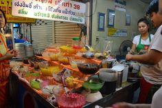 Street food at Sukhumvit Soi 38 in #Bangkok, Thailand. #travel