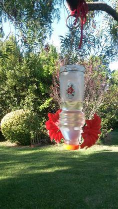 Bebedero para colibrí hecho con botella de gatorade