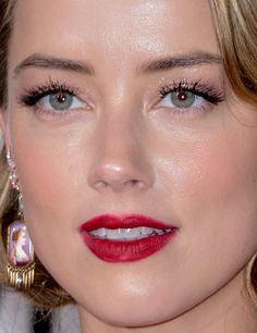 — amber heard at the 2016 golden globes red carpet