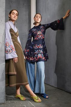See the complete Tanya Taylor Pre-Fall 2017 collection. Fashion 2017, Runway Fashion, High Fashion, Winter Fashion, Fashion Show, Fashion Outfits, Fashion Design, Fashion Trends, Fashion Books